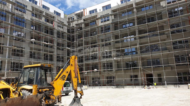 Der Rohbau von Gebäudeteilen C und  D des  Radost –Wohngebäudes mit Akte 14
